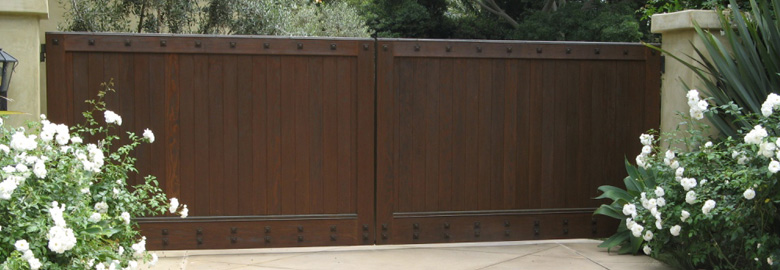 Looking for plans for wooden driveway gates build by own for Wooden driveway gates designs